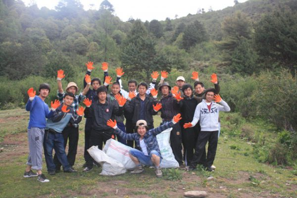 team-cleaning-campaign-in-bhutan